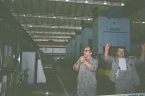 Arbeiter im Presswerk