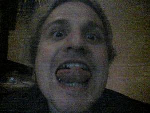 Ulf zeigt seine Zunge